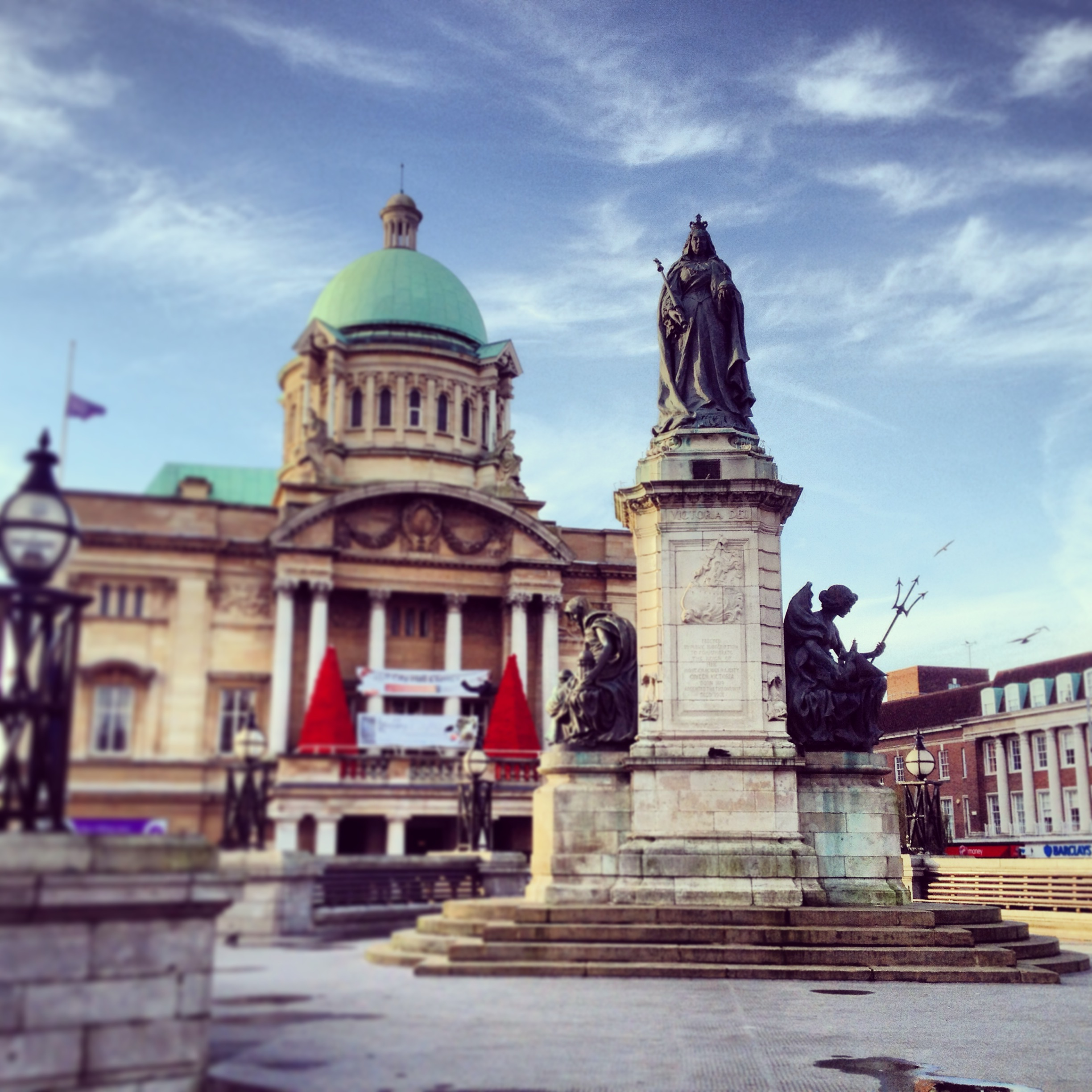 Funky Friday Photo: Queen Victoria Stands Proud in Hull, UK